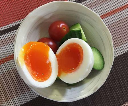 半熟卵・ミニトマト・キュウリのサラダ